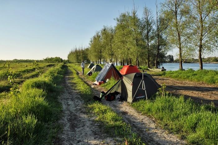 În Delta Dunării turiştii nu au unde să campeze!
