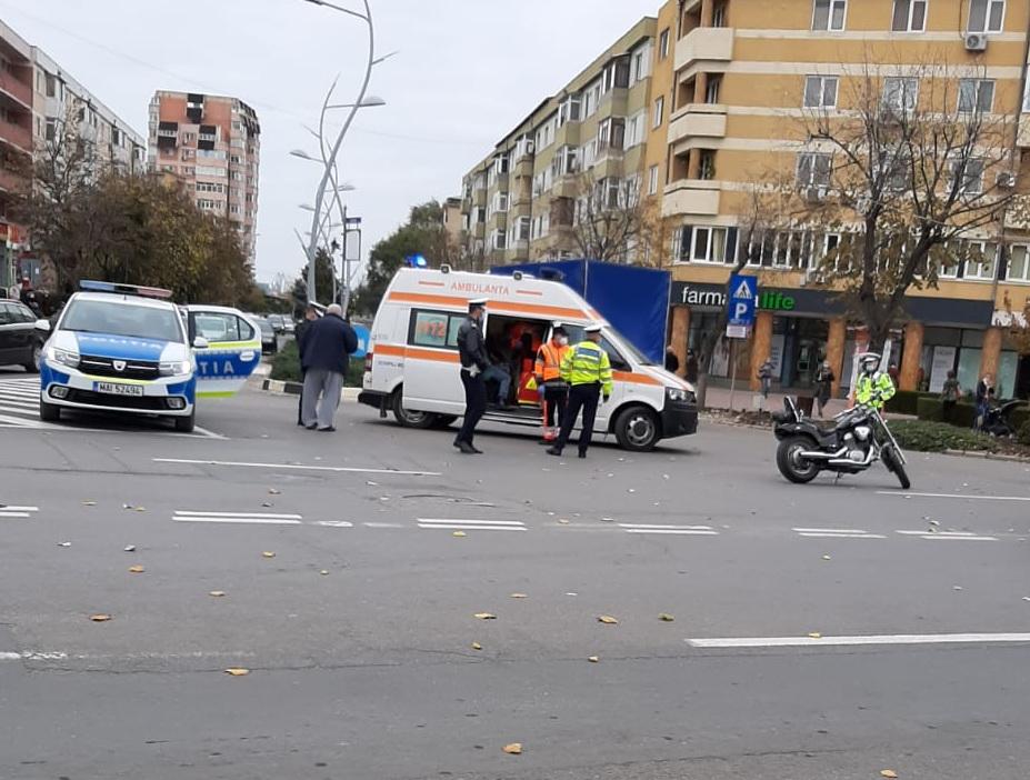 Motociclist lovit de TAXI la intersecţia Babadag cu Unirii