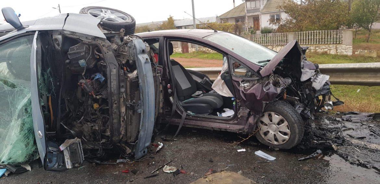 Accident la Baia. Un constănţean a băgat trei oameni în spital. Două victime încarcerate şi trei maşini distruse