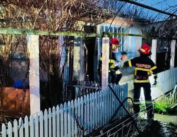Incendiu la Sarichioi din cauza unui coş de fum