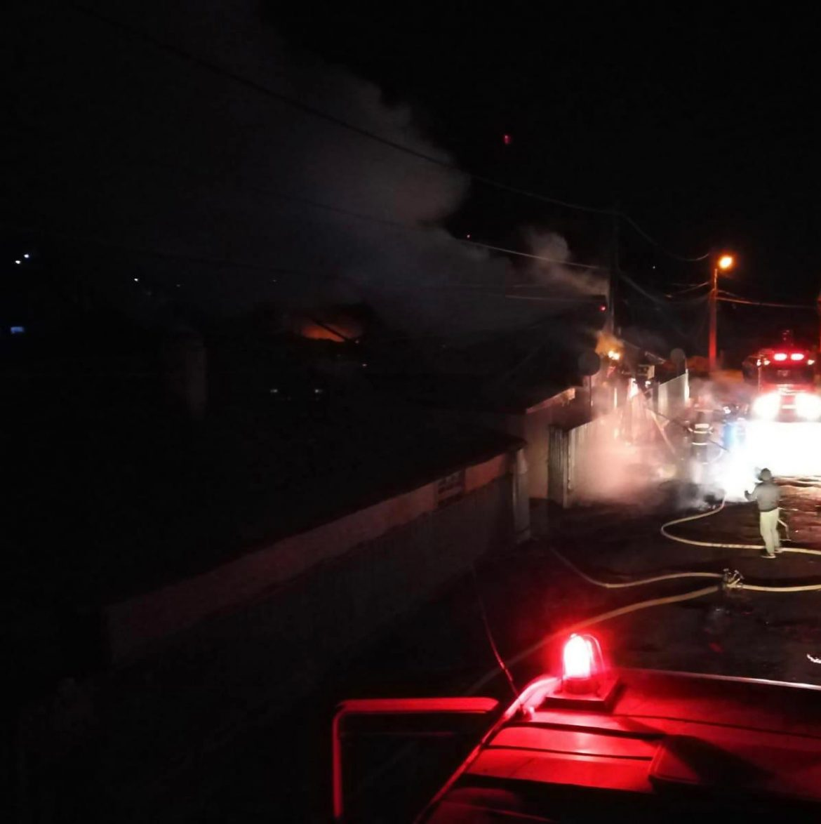 Incendiu la Măcin. Acoperișul unei case s-a făcut scrum