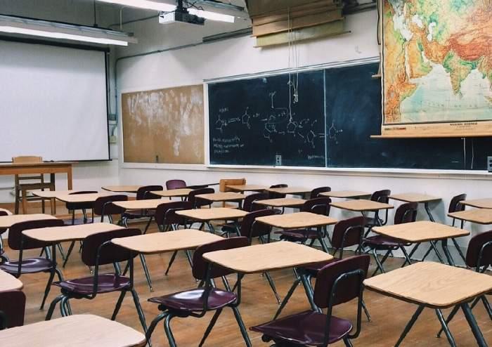 Covid-ul trimite acasă două clase de elevi de la Școala 12 și Liceul Saligny