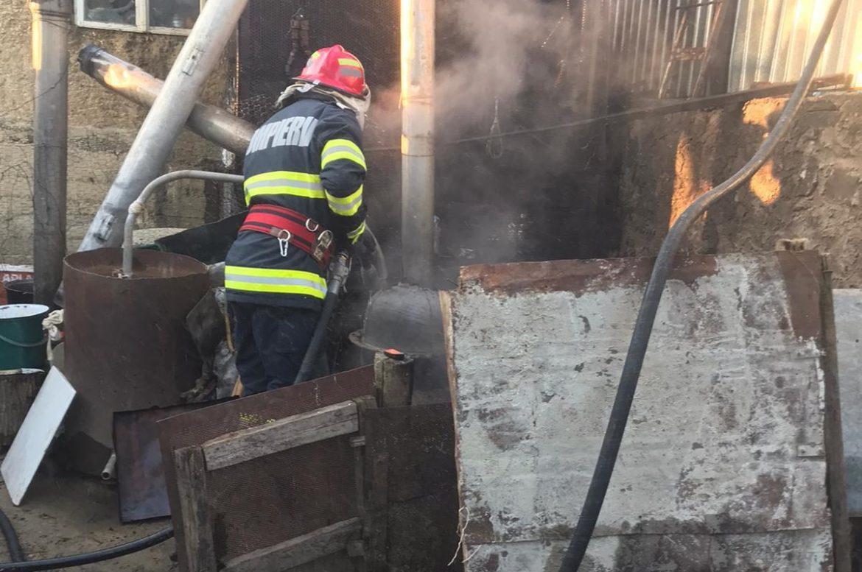 Incendiu izbucnit de la cazanul de țuică, la Turcoaia