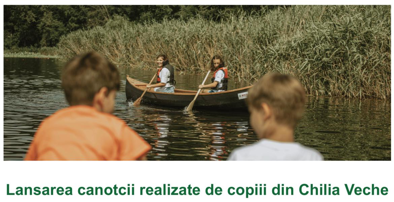 Lansarea la apă a canotcii realizate de copiii din Chilia Veche