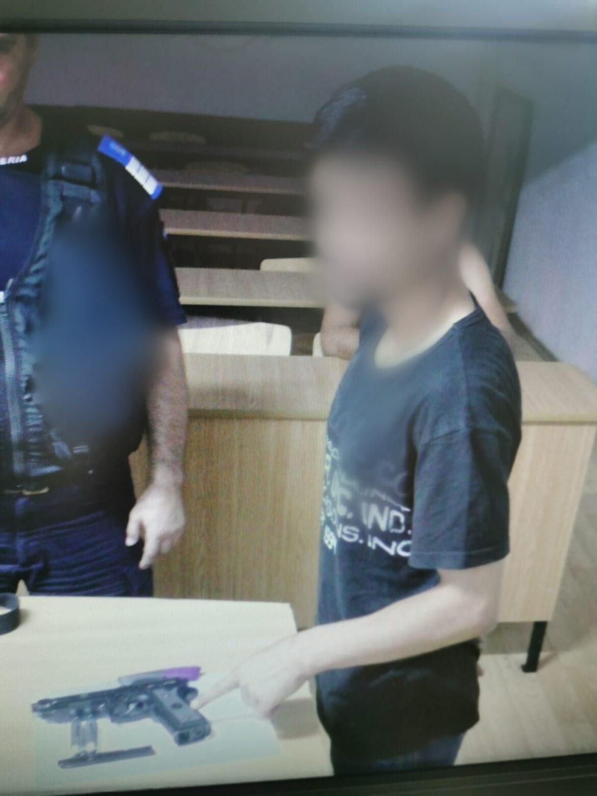 Amenințați cu pistolul și cuțitul, au cerut sprijinul jandarmilor